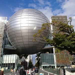 名古屋市科学館の外には電車や車やロケットが展示されています(^^♪