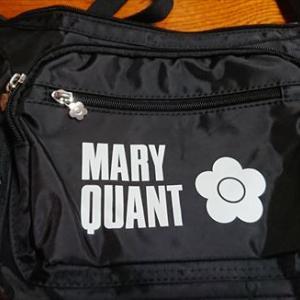 ファミリーマートで可愛いショルダーバッグを見つけました(#^.^#)