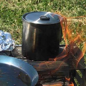 焚き火調理での煤よごれ