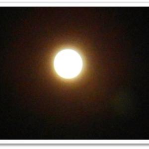雲のない満月