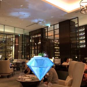 パレスホテルのザ パレス ラウンジで軽めのディナーを。