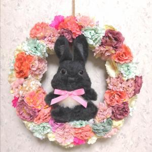 黒ウサギさんのスモーキーカラーリース