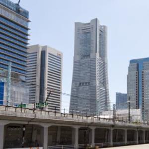 Nikon D50を片手に桜木町駅のガード下を通って横浜駅まで行きました