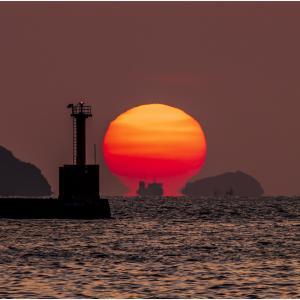 ~博多湾のダルマ夕日~