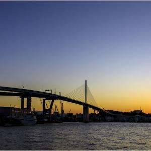 ~荒津大橋と三日月~