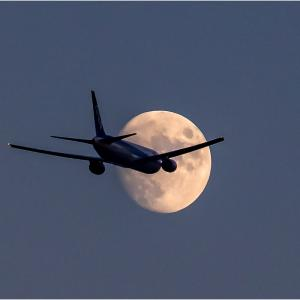 ~月と飛行機~