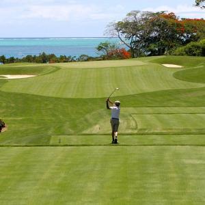 真夏のゴルフで脳卒中を引き起こさないための予防と対策