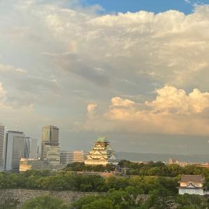 虹が出続けた空。「9月こせなかったかもよ」