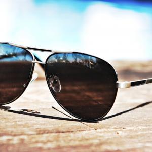 【夏の旅行の必需品】サングラスのメリットとおすすめブランド