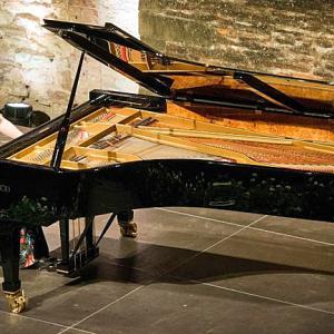 アンジェラ・ヒューイットのピアノが壊された!