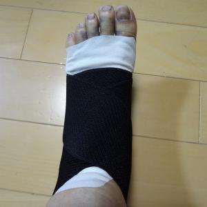 足指が真っ黒け