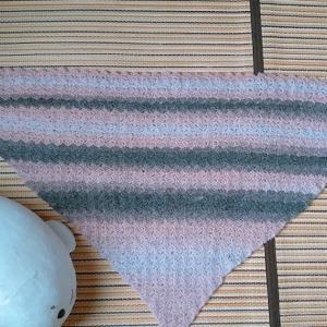 ミストヤーンで三角ショールを編みました