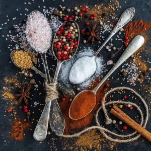 アフガニスタンの諺(ضرب المثل) 料理人が2人いると、スープは塩辛いか塩気のないものになる