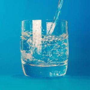 アフガニスタンの諺(ضرب المثل) 頼まなくても出される水は幸運である