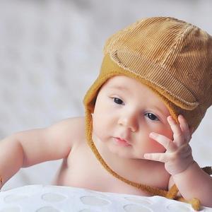赤ちゃんはモノマネ上手?「新生児模倣」の理由とは?