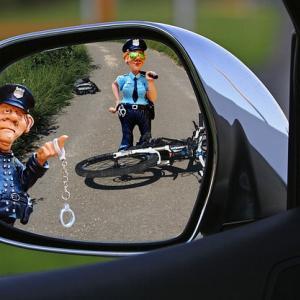 なぜ高齢者ドライバーの事故は起きるのか