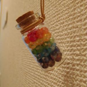 虹色のボトルネックレス