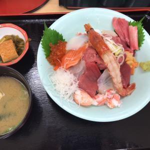 海鮮丼を食べに行く