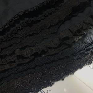黒のドロワーズ