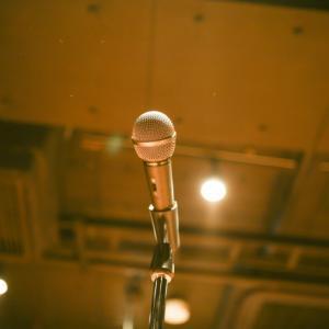 【のん】星屑の街の歌唱シーン動画についてご紹介!昭和レトロワンピース衣装にも注目!