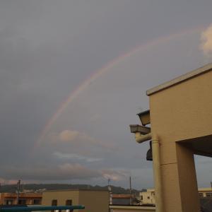 晴れのち曇り時々雨と虹