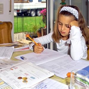 夏休みの宿題は誰が頑張るのか。