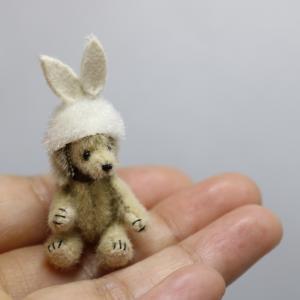 うさぎ帽子の犬