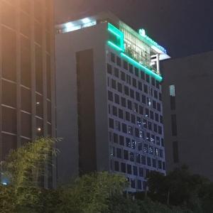 ジャカルタの空港鉄道・MRT(地下鉄)の両方の駅に激近くて便利なホテル【オールシーズンズジャカルタタムリン】