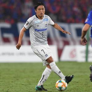 「速報」『【G大阪】MF遠藤が1000試合出場 J1、日本代表など通算で日本人選手初の快挙』