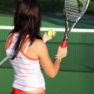 【テニス初心者必見】ダブルフォルトしないサーブを打つ方法