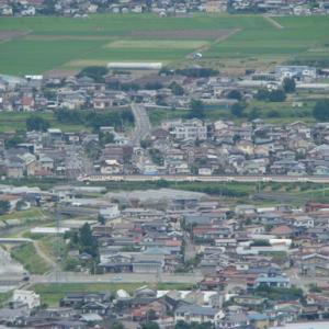 大岡山からの俯瞰 羽前千歳駅を通過