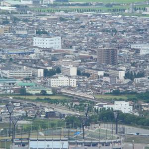 大岡山からの俯瞰 千歳橋を渡って市街地に入る