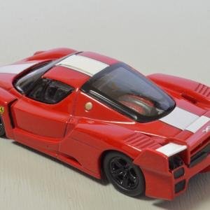 京商製 1/64 フェラーリ・FXX  エンジンが見えるのはいいですね。