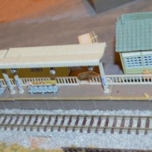 (N)レイアウト製作 ホームに駅舎を設置することにしました。