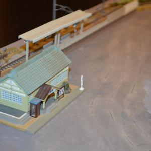 (N)レイアウト製作 早速駅舎を配置してみました。
