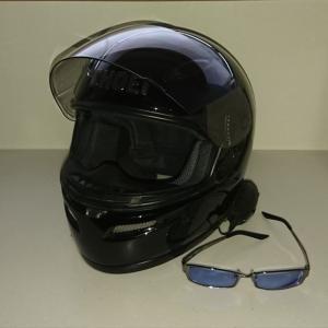 バイクヘルメットとメガネ(サングラス)の相性