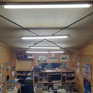 バイクガレージの明かり取りと蚊の対策について