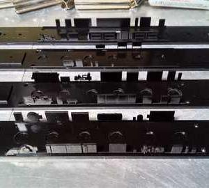黒塗り高級車