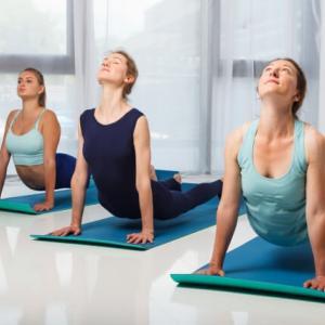 腹筋は反ると痩せる!ぽっこりお腹を解消する逆腹筋の効果とやり方
