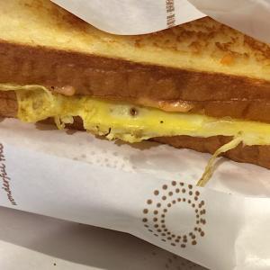 台中逢甲大学正門から徒歩1分程『他給土司Target Butter Toast』行列が出来るホットサンドのお店