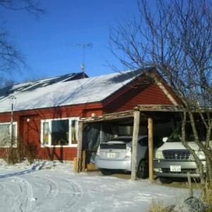 昨夜1センチ位積雪 屋根が白くなったが