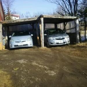 見慣れない車が車庫に ハイエースの代車だ
