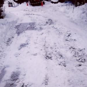 タイヤショベルでの駐車場除雪 ちょっと雑