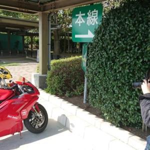 ヘルメットやバッグなど、ツーリング先での盗難対策の考え方
