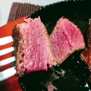放置時間で調整する超簡単な分厚い赤身ステーキの焼き方の答え