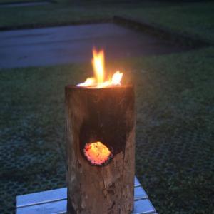 暇で作った丸太ロケットストーブに火をつけてみた