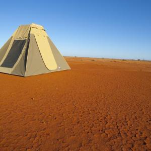 オーストラリアのキャンプ道具 キャンバス生地のワンポールテント