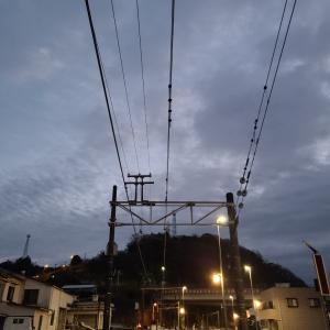 閑散車内と小田原駅、小田急線のワイドドア、SeriaとBellmart、踊り子オリジナルスタンプ