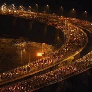 夜明けのランナー5万人。モスクでヒンドゥー挙式。 騎馬警官。