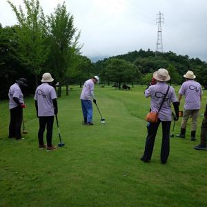 何かが違う?何時もの週初めの何時もの家族仲間とのグランドゴルフ。